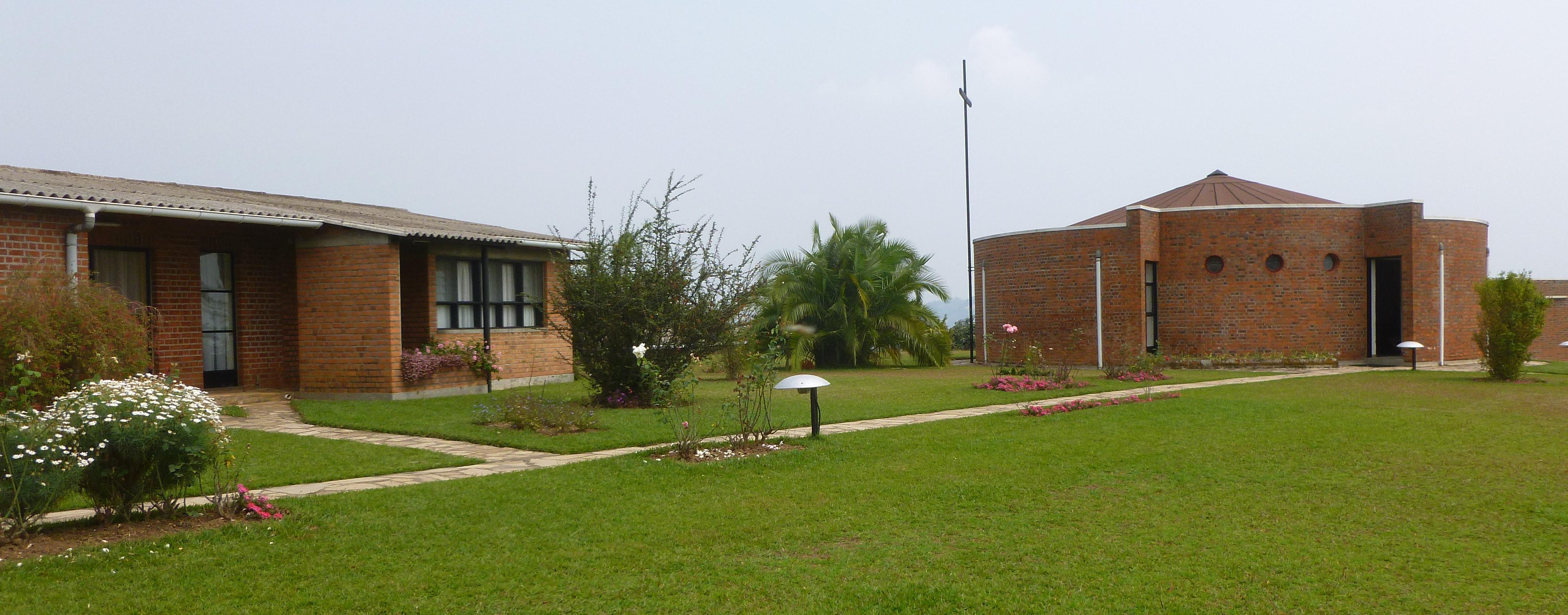 AU  FOYER DE CHARITE                DU RWANDA